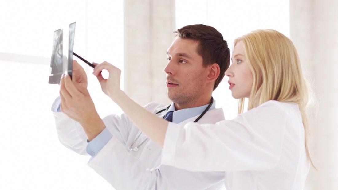 男女2人の医者